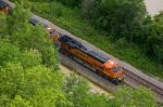 BNSF 7626 West skirts the Palisades