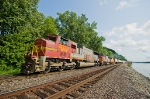 BNSF 8233 along the Mississippi at the Palisades