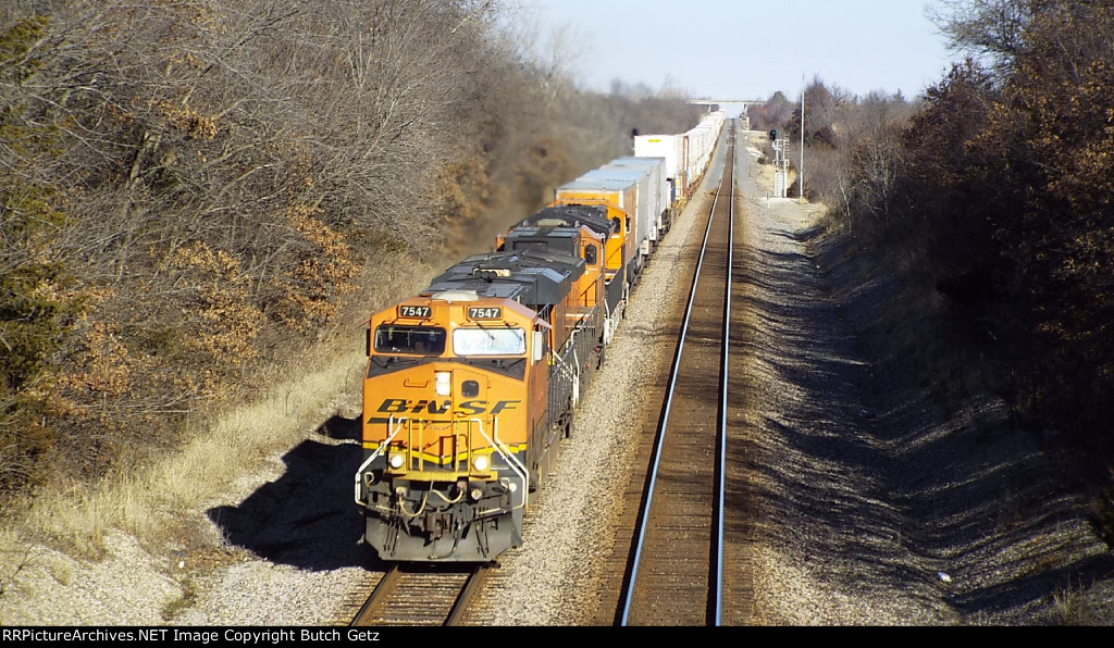 BNSF 7547 out of Gibbs.....