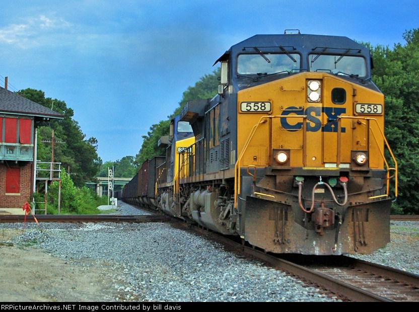 CSX 558 leading E645-10