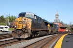 CSX 5273 leads the WB Q139