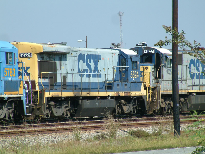 CSX 5524 waits the torch