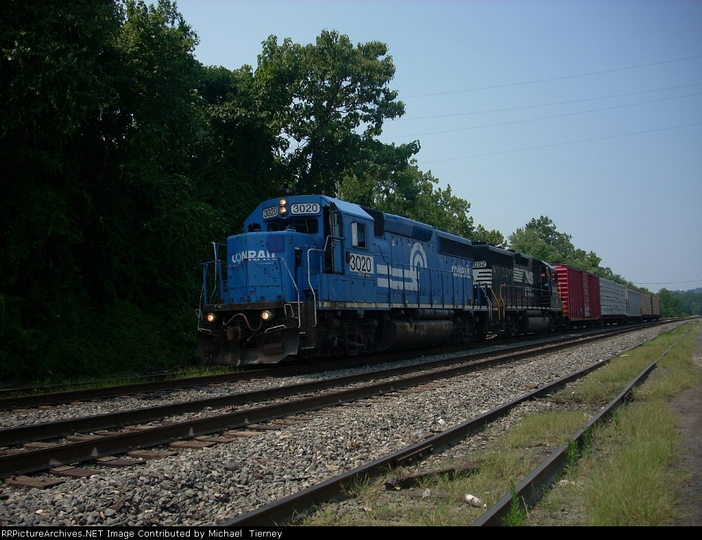 NS GP40-2 3020 & 3052 at the east end of Allentown Yard