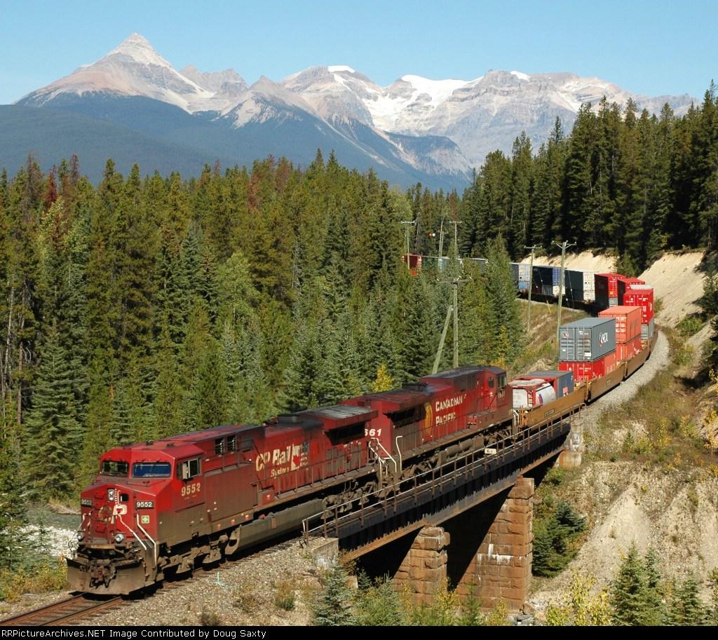 CP 9552 Stack Train