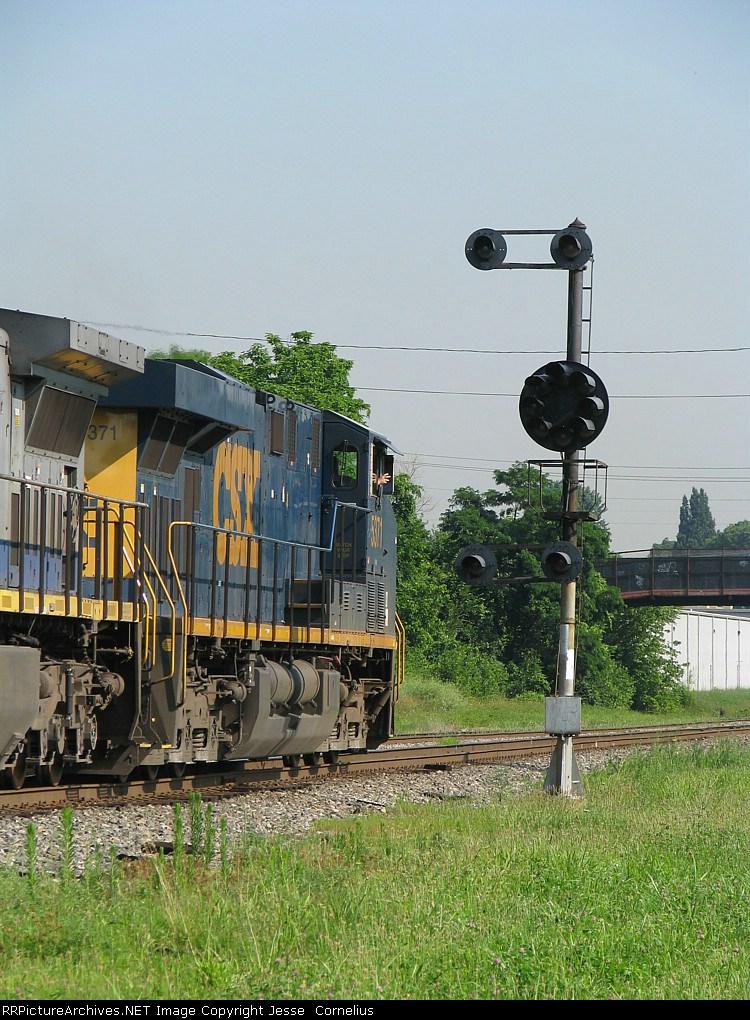 CSX 5371 on Q142 Northbound