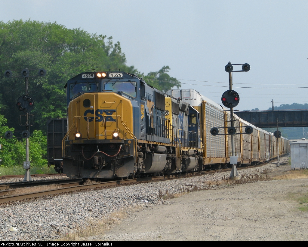 CSX 4529 on Q272 Northbound