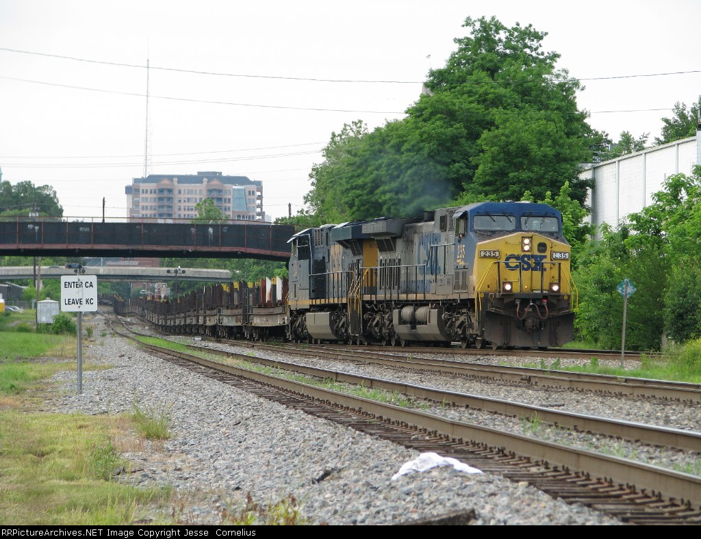 CSX 235 on K587