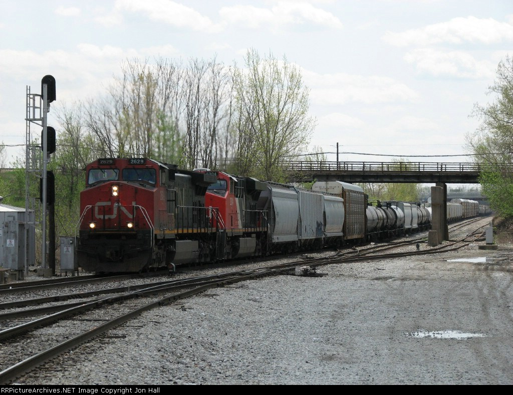 CN 2629 & 2304 head up the Elsdon Sub with M335
