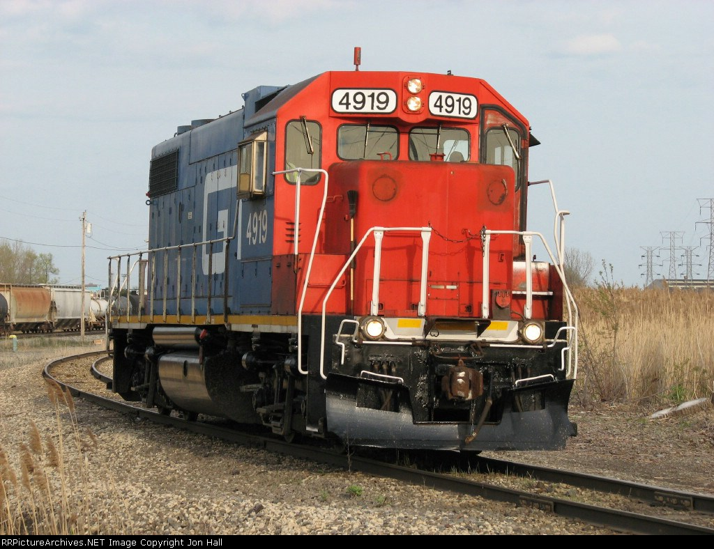 GTW 4919 rolls west on the EJ&E City Track