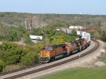 BNSF 5516 leads westbound trailers through the sweeping curves