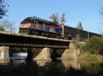 METX 410 retunrs inbound shoving train 222