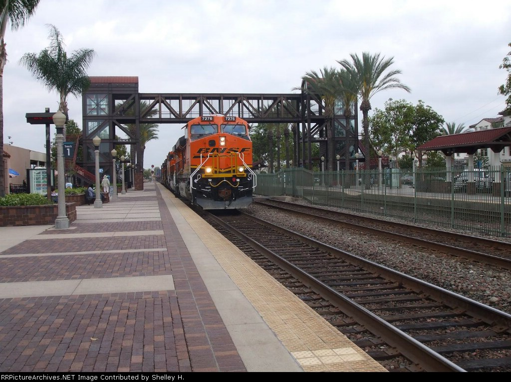 A nice clear Shot of BNSF 7276 coming through the station