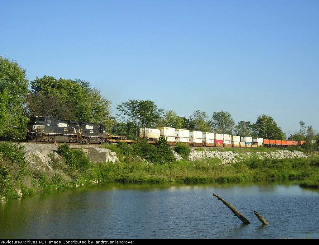 NS 8961 On NS 282 Westbound