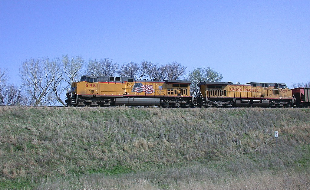 UP 5981 and UP 6529 with an empty hopper train
