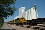 BNSF 2567 leads a power set at the Bartlett Grain Elevator