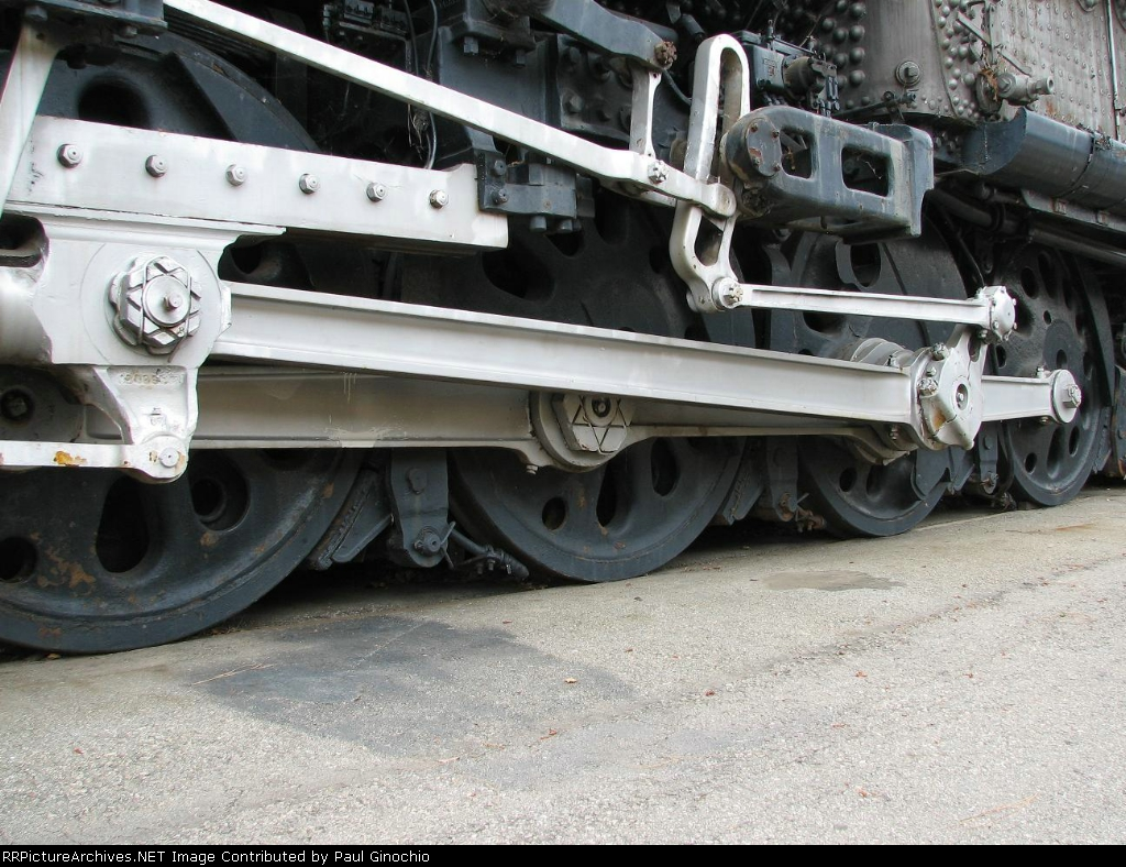 UP 4014's formidable drivers and valve gear