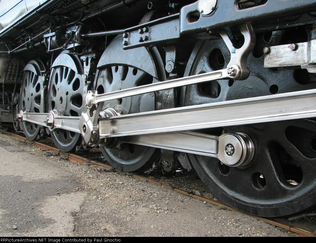 UP 844's gigantic steel drivers & valve gear