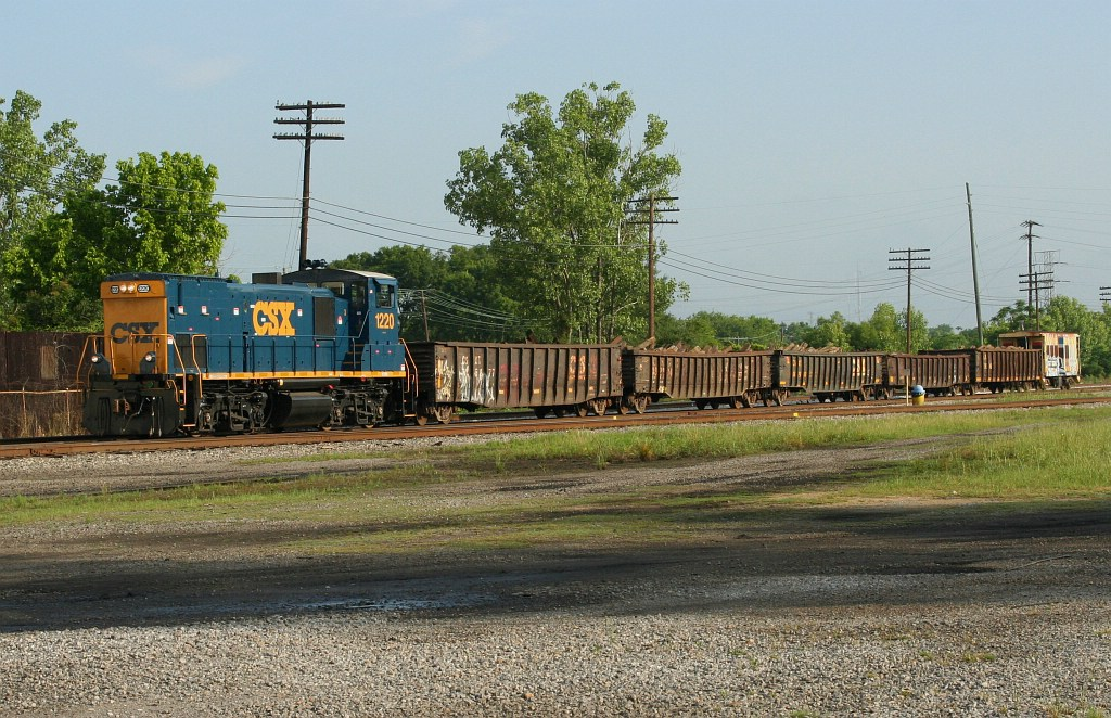 CSX 1220 with the tie train