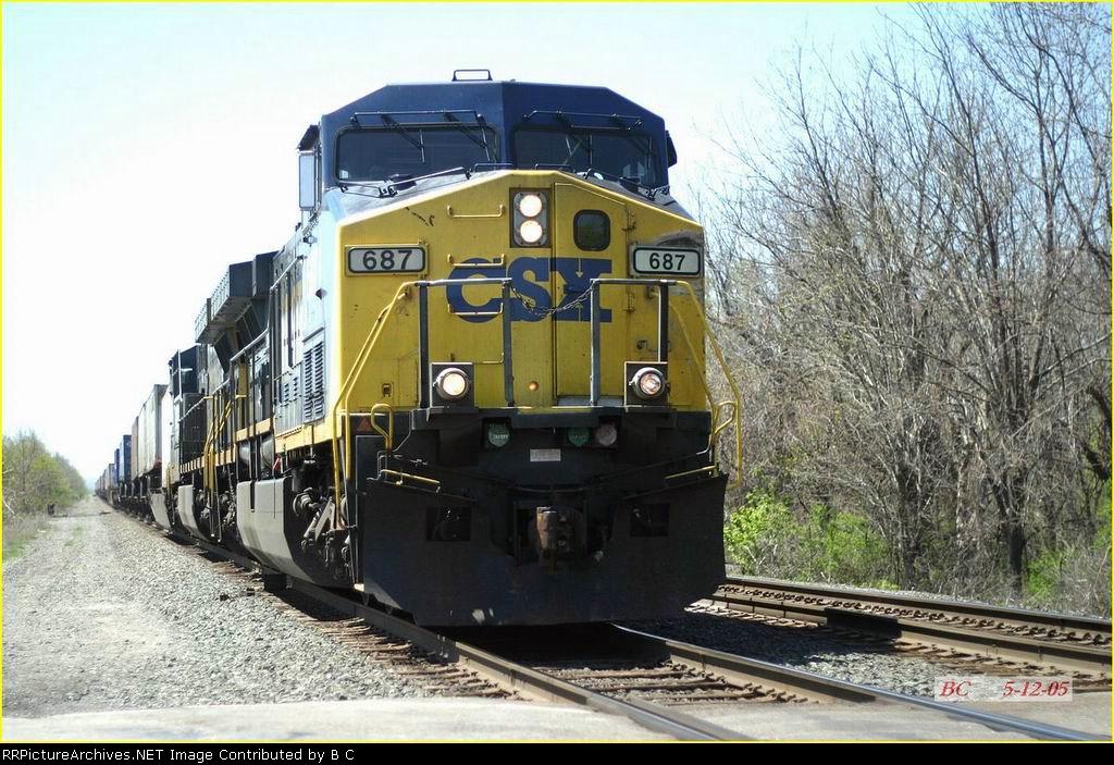 CSX 687   05/12/2005