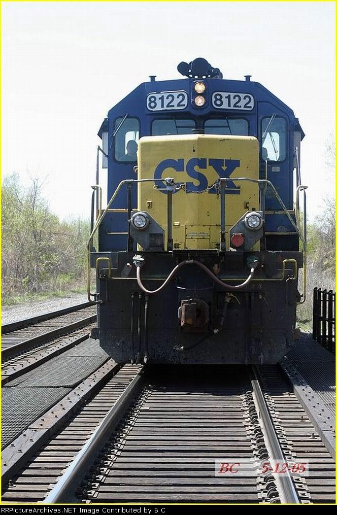 CSX 8122  05/12/2005