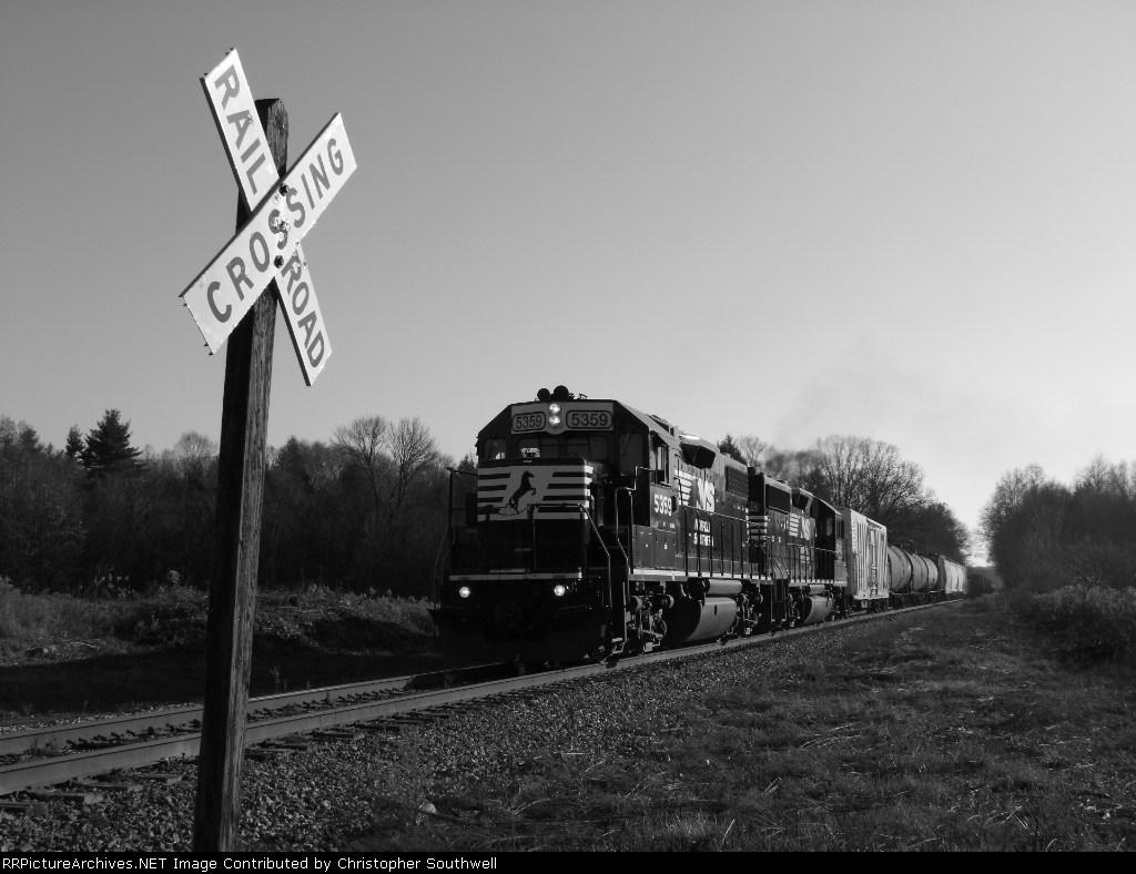 NS 5359 leads C90 east