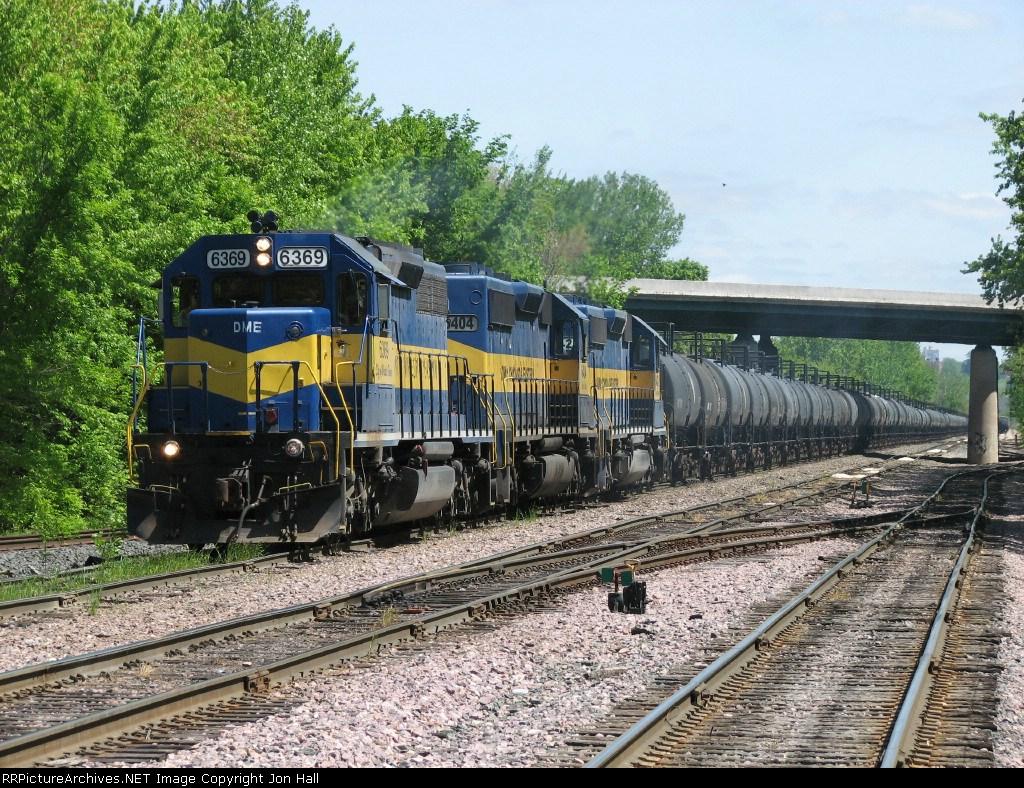 680 pulls west between West Davenport and Nahant yards