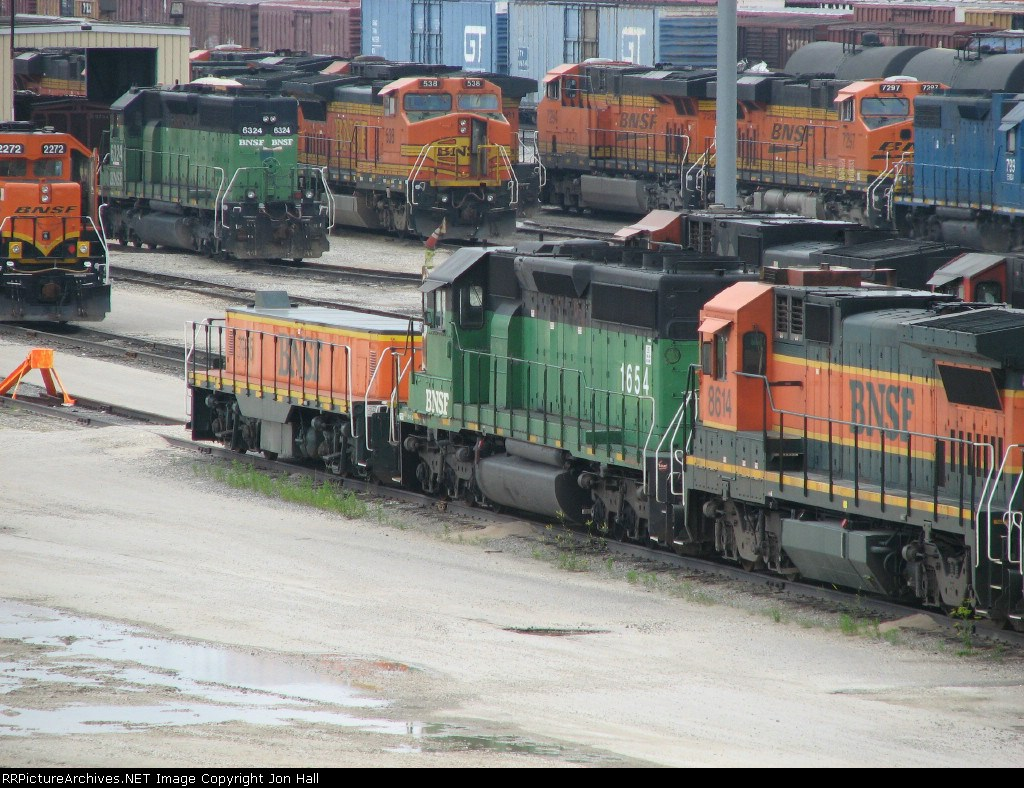 Various BNSF yard, local and road power gathers