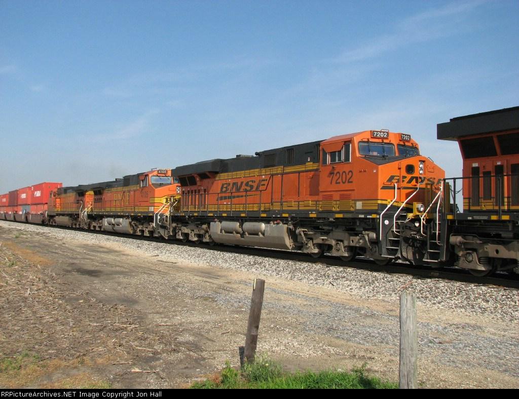 BNSF 7202, 4105 & 4132