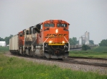 BNSF 9313 leads its empty train west through the curve