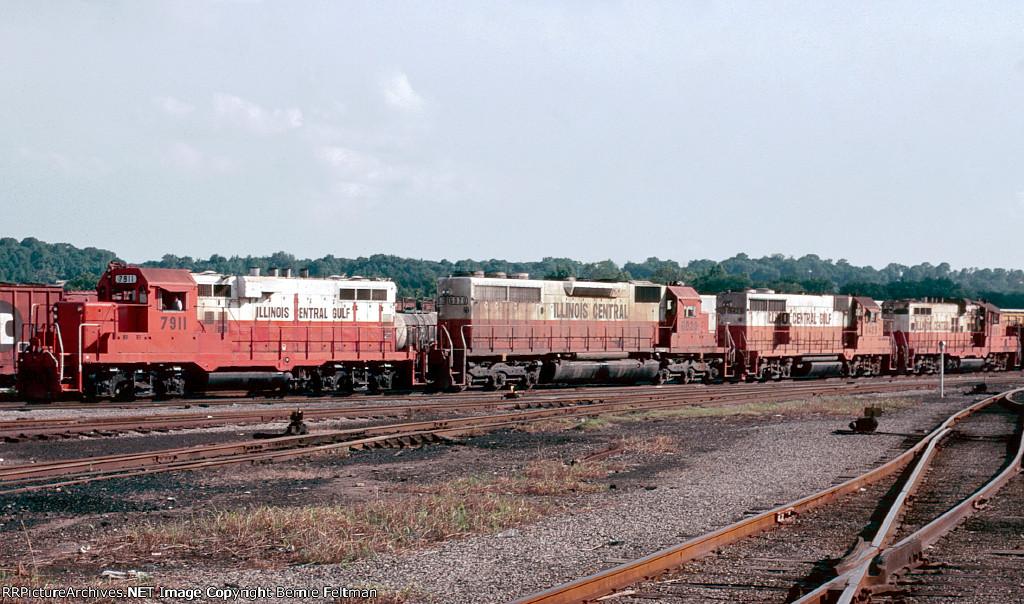 Illinois Central Gulf GP8 #7911, SD40A #6020, GP28 #9429 & GP10 #8254 lead an inbound Chicago train into East Thomas Yard