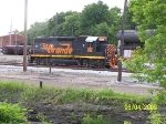 WE 302 framed by poles on Akron Yard engine lead
