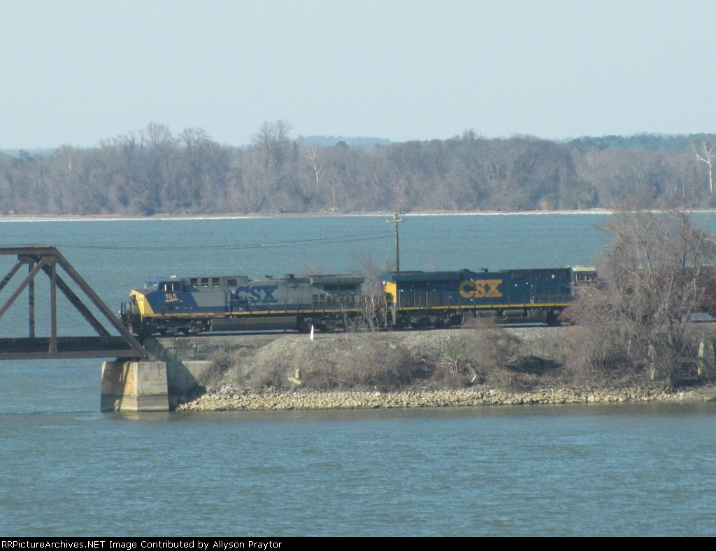 CSX 165 leads a mixed freight across the TN river
