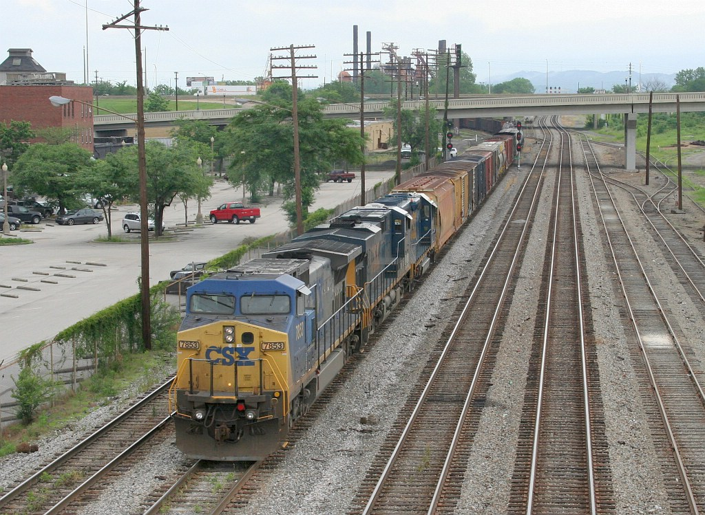 CSX SB freight about to meet a NB