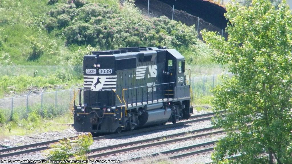 NS 3039 slowly moves to the Exxon facility
