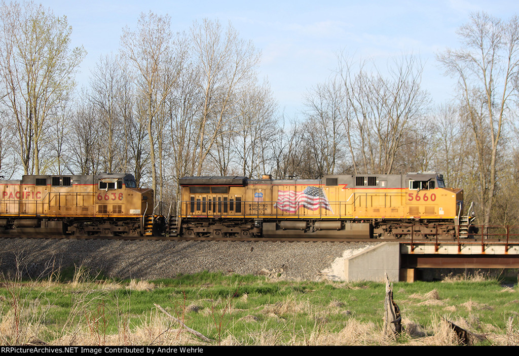 Pair of UP GEs with an empty coal train take the siding to meet two