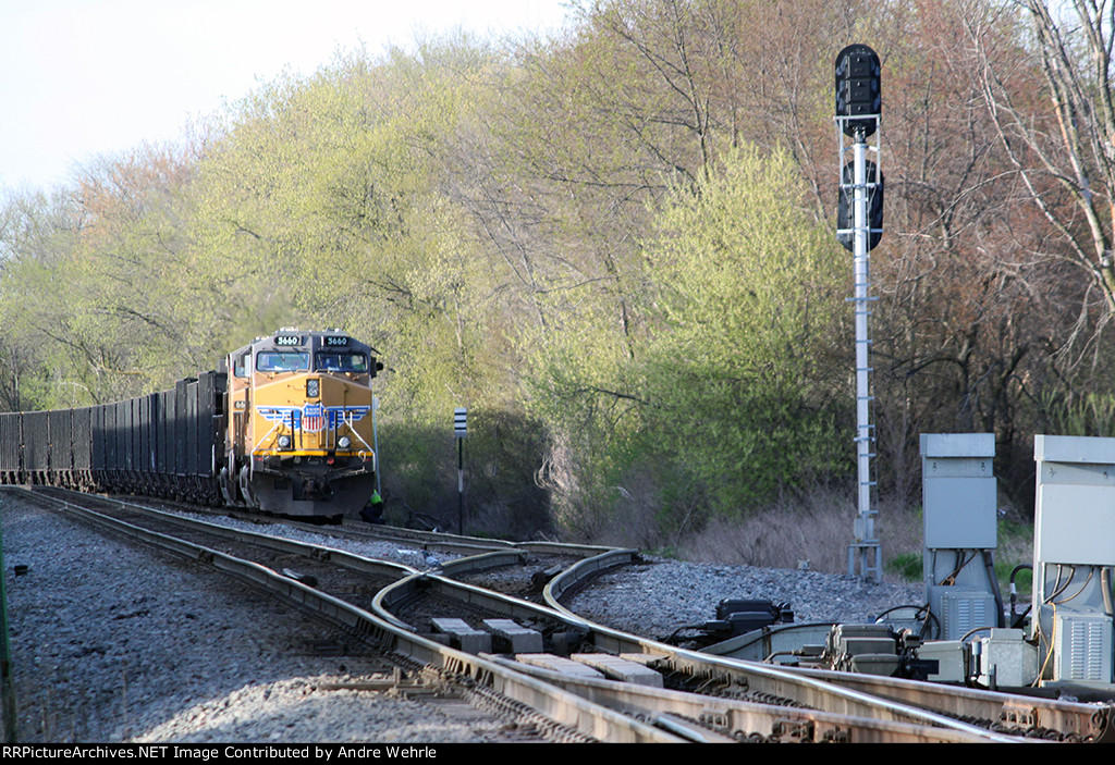 UP 5660 holds the south end of Duplainville siding with SB coal MTs train C702