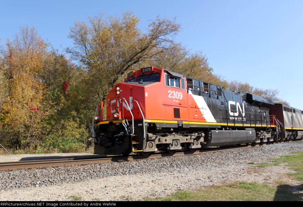 CN 2309 leaning into the curve