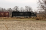 IC 3103 shoves L504's pickup north on the siding