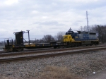 CSXT 4450 sits with R/C Platform CSXT 9462 in the Yard
