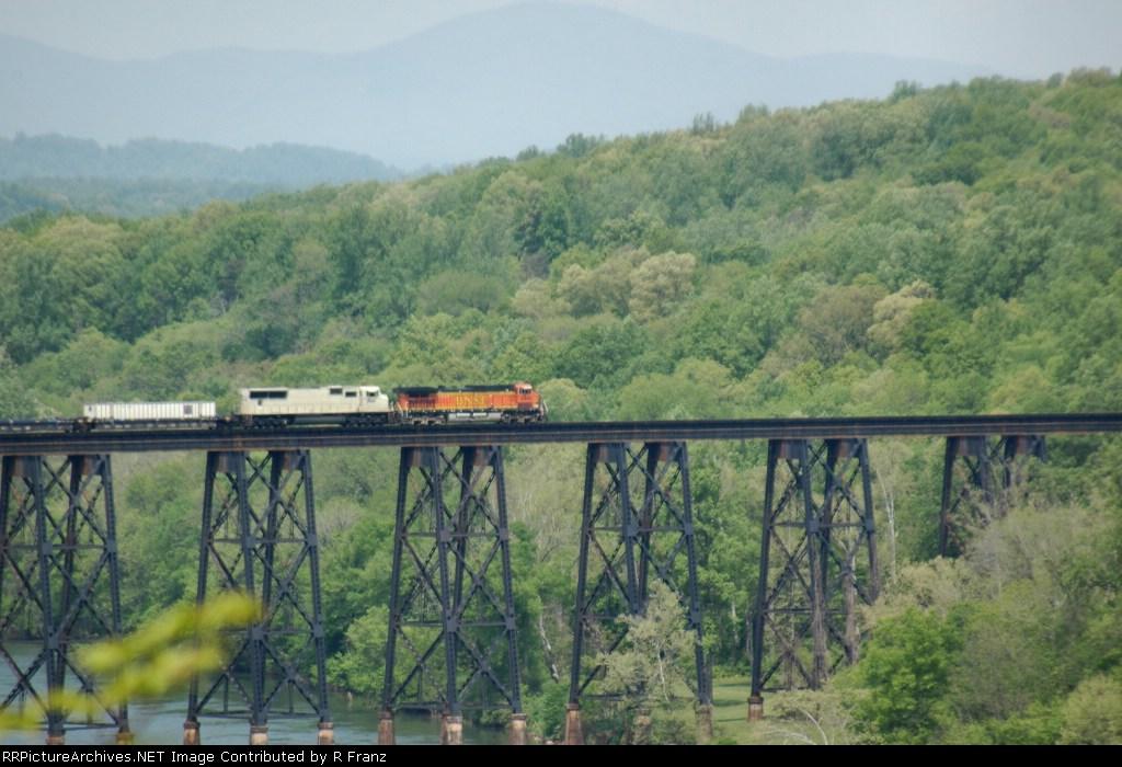 BNSF 5495 leads intermodal across James River Trestle northbound