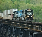 NS 2578 and intermodal out of Lynchburg