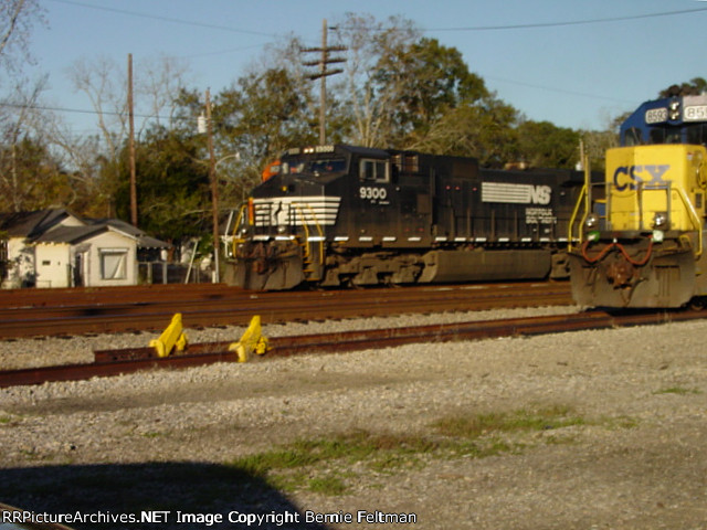 Norfolk Southern C40-9W #9300 and HLCX SD40-2#6100 move down the main southbound as Burlington Northern Santa Fe B40-8 #8636 sits in the background