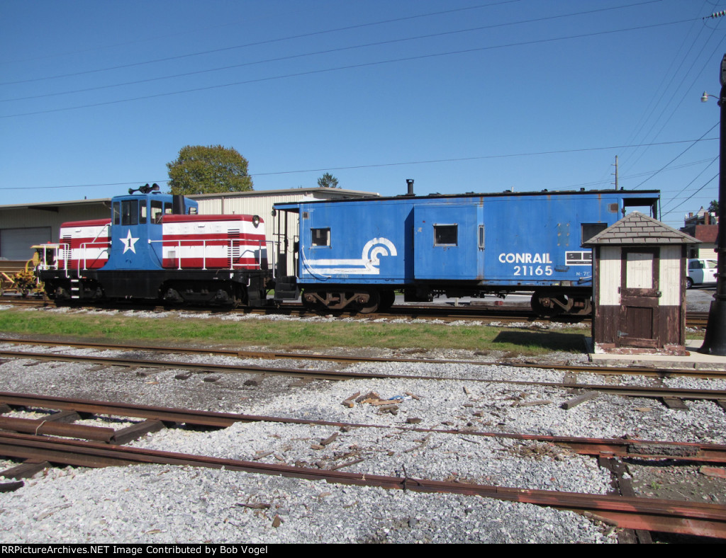 MIDH 1 and CR caboose