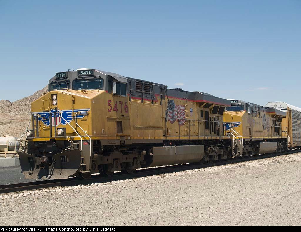 UP 5476 leads an EB ILADU-23 (Los Angeles - E. St Louis, IL Dupo) at 11:45am