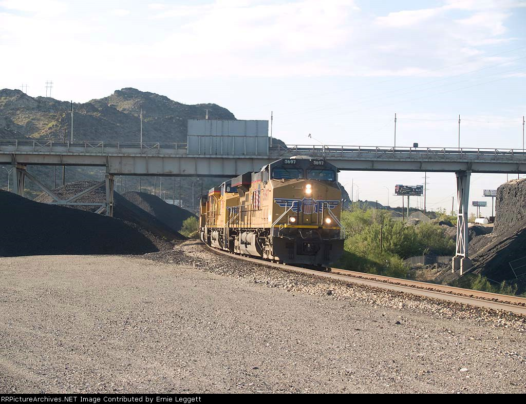 UP 5697 leads a WB manifest at 7:51am