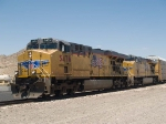 UP 5476 leads an EB ILADU-23 (Los Angeles - E. St Louis, IL Dupo) at 11:45am