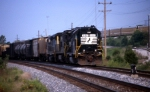 NS 5187 sits on the siding with train D292.