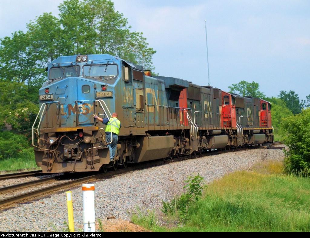 IC 2464 (ex-LMS) w/Train #118 Power