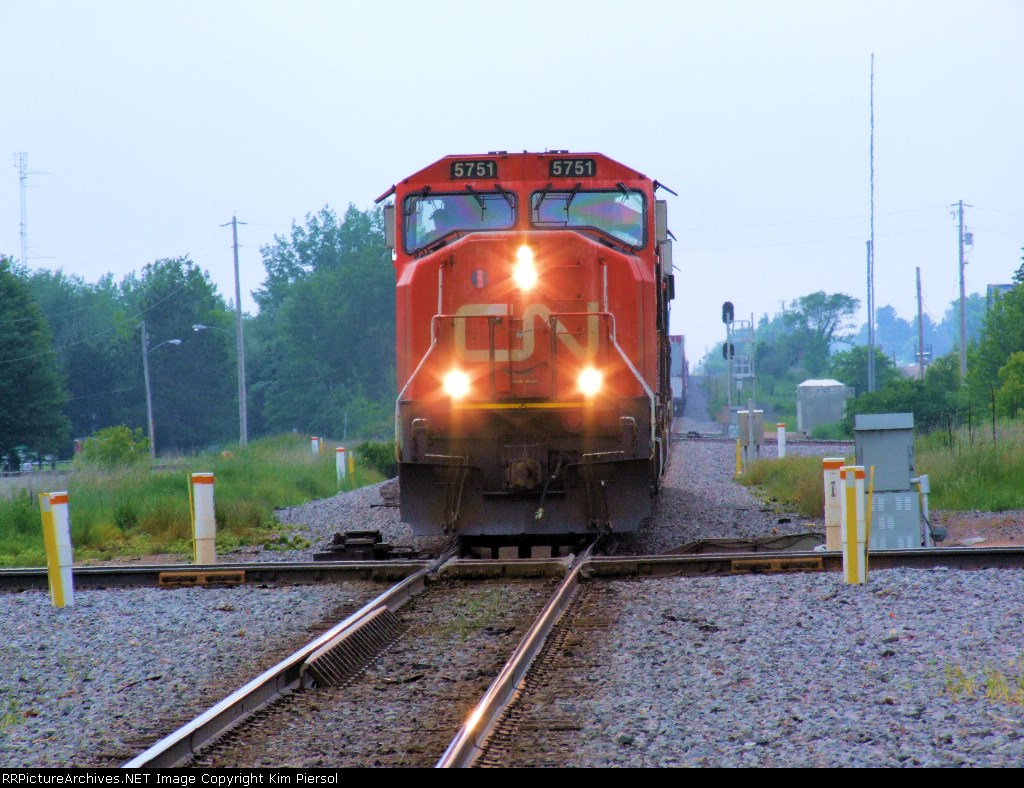 CN 5751 Train 118 Set-Out
