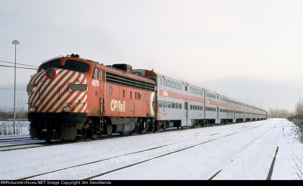 CP 4070 and 4072 on train 282